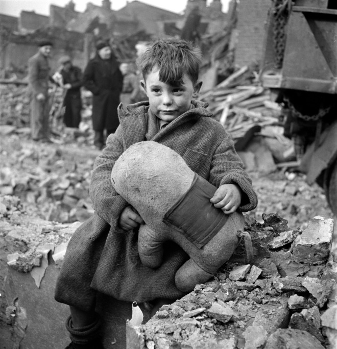 abandoned-boy-by-toni-frissell